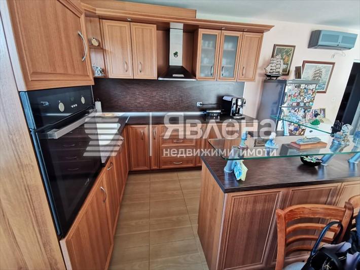 кухня с вградени уреди